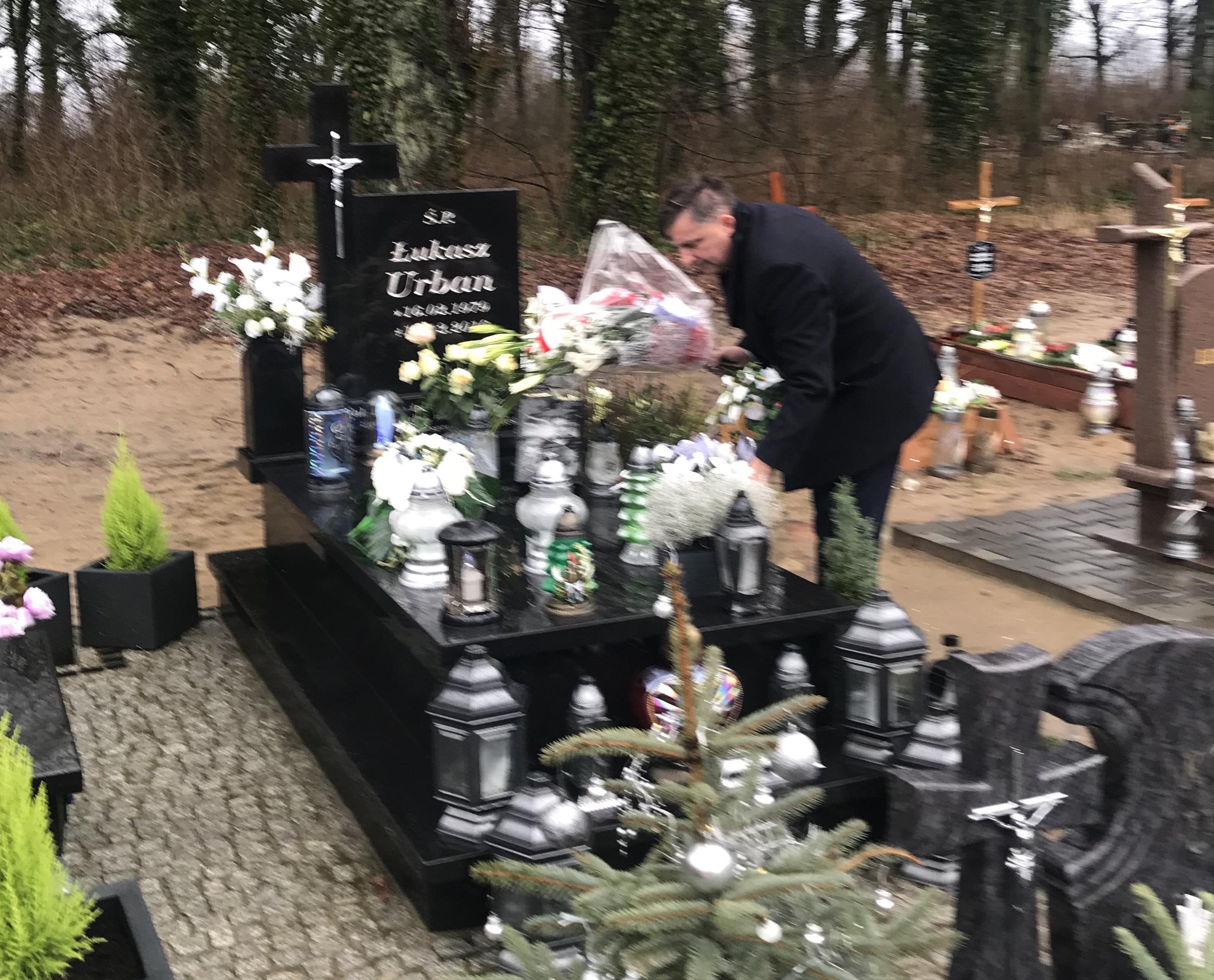 Odwiedziny grobu Łukasza Urbana w Baniach